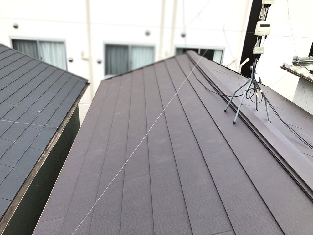 コンクリート瓦から横葺きガルバリウム鋼板に葺き替え